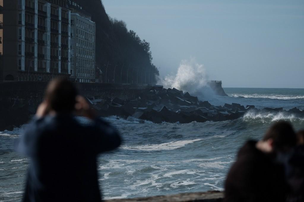 2020 1029 15213100 copy 1024x682 - El temporal de mar se despide sin desperfectos y con bonitas estampas