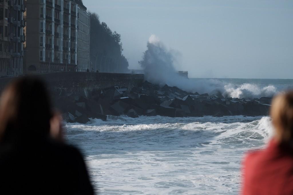 2020 1029 15244200 copy 1024x682 - El temporal de mar se despide sin desperfectos y con bonitas estampas