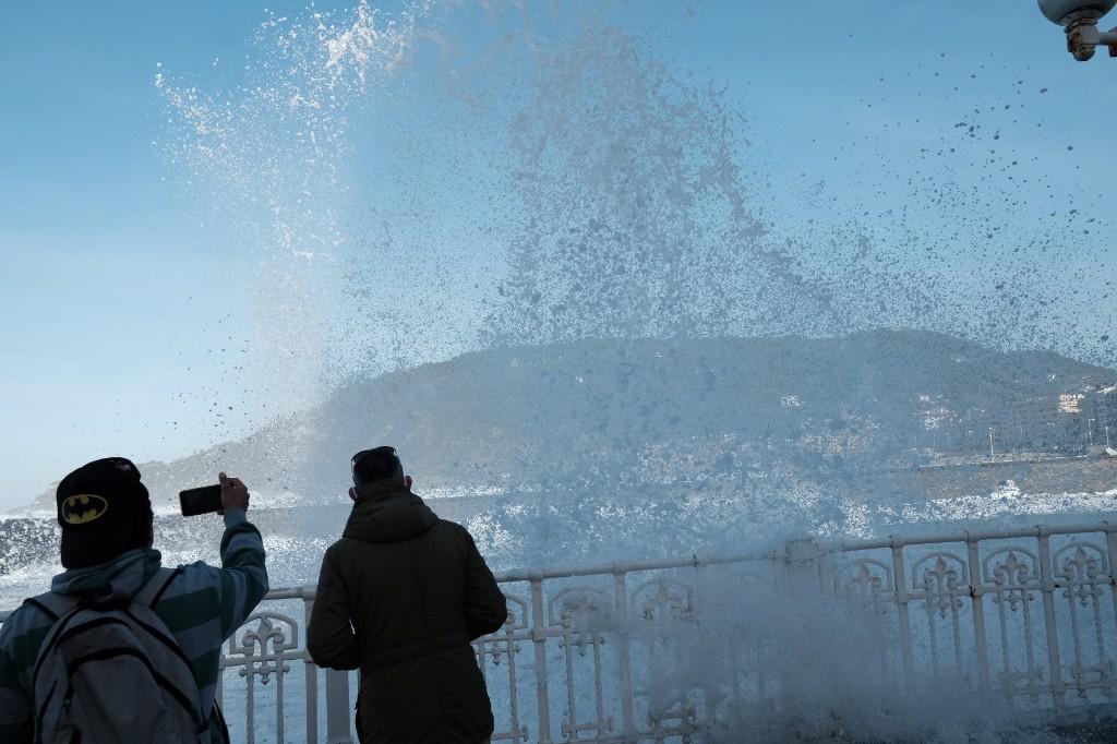2020 1029 15320100 copy 1024x682 - El temporal de mar se despide sin desperfectos y con bonitas estampas