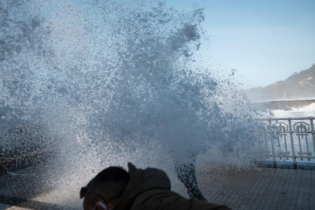 2020 1029 153300002 copy 1024x682 - El temporal de mar se despide sin desperfectos y con bonitas estampas