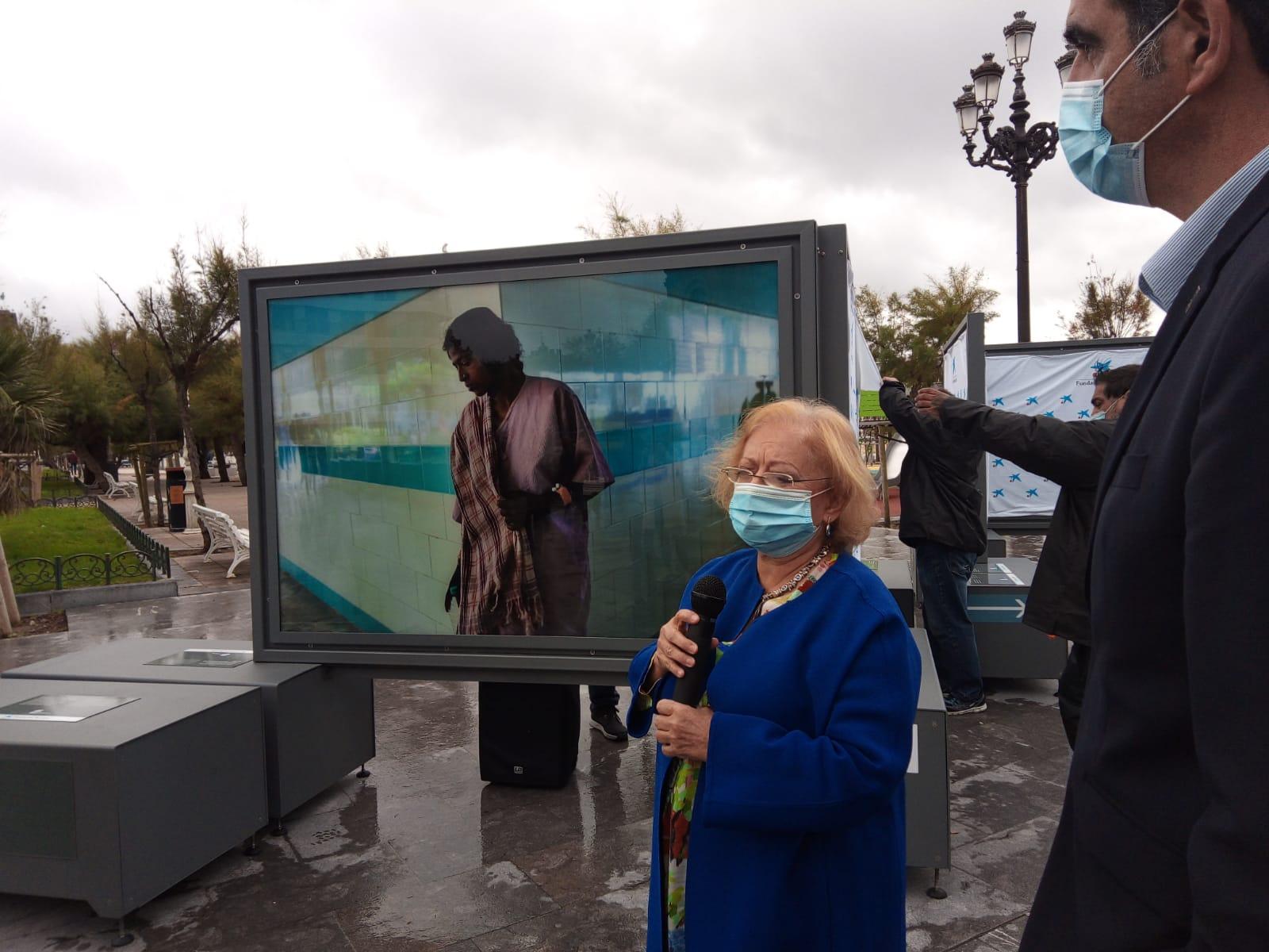 Cristina García Rodero con Eneko Goia, hoy, en la inauguración de la muestra. Fotos: A.E.