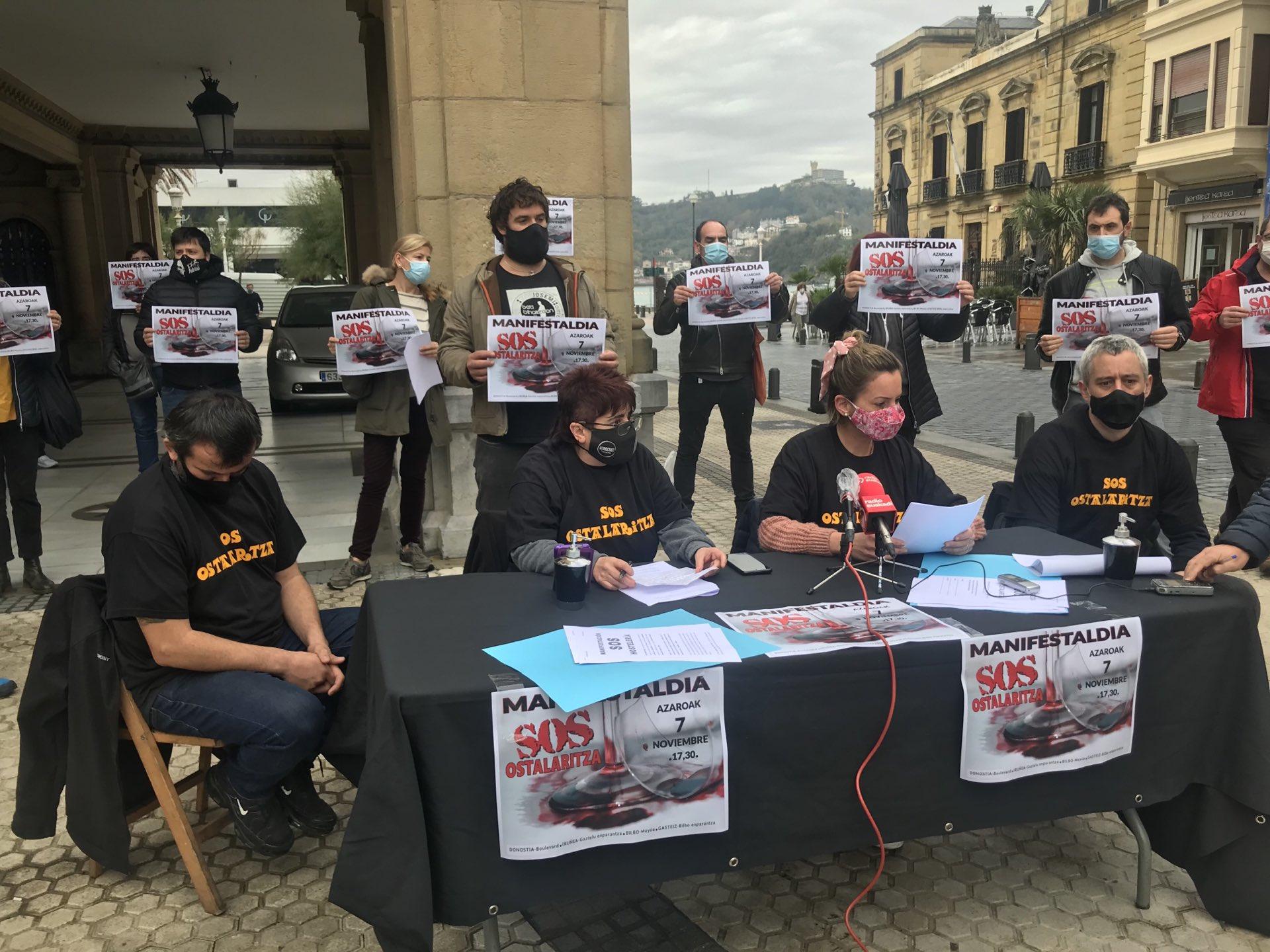 SOS Ostalaritza esta mañana en Donostia. Foto: S.O