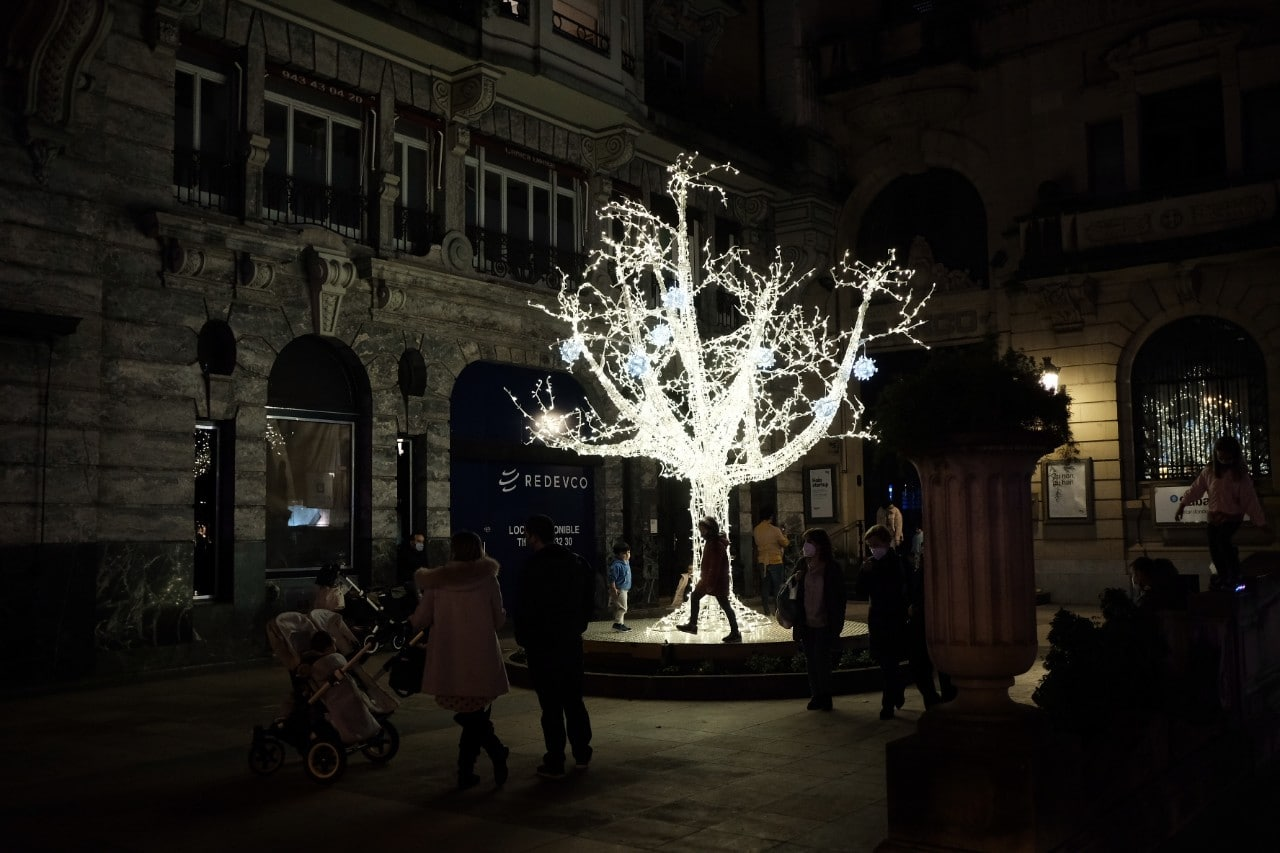2020 1127 19075100 copy 1280x853 - Donostia se ilumina en su Navidad menos alegre
