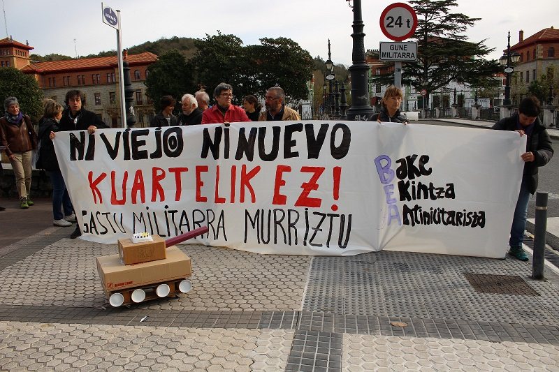 Imagen de archivo. Concentración de Bake-Ekintza Antimilitarista. Foto: Bake Ekintza