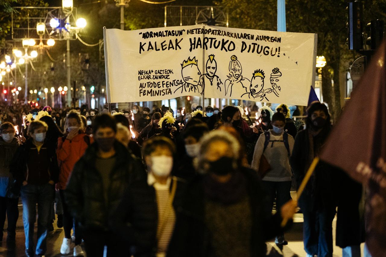 DSCF0918 - 25N: Nutrida manifestación en Donostia contra la violencia machista