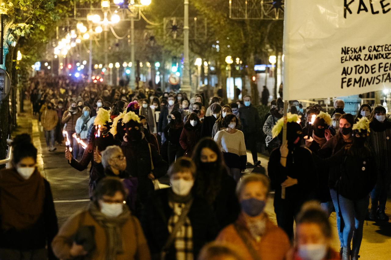 DSCF0920 - 25N: Nutrida manifestación en Donostia contra la violencia machista