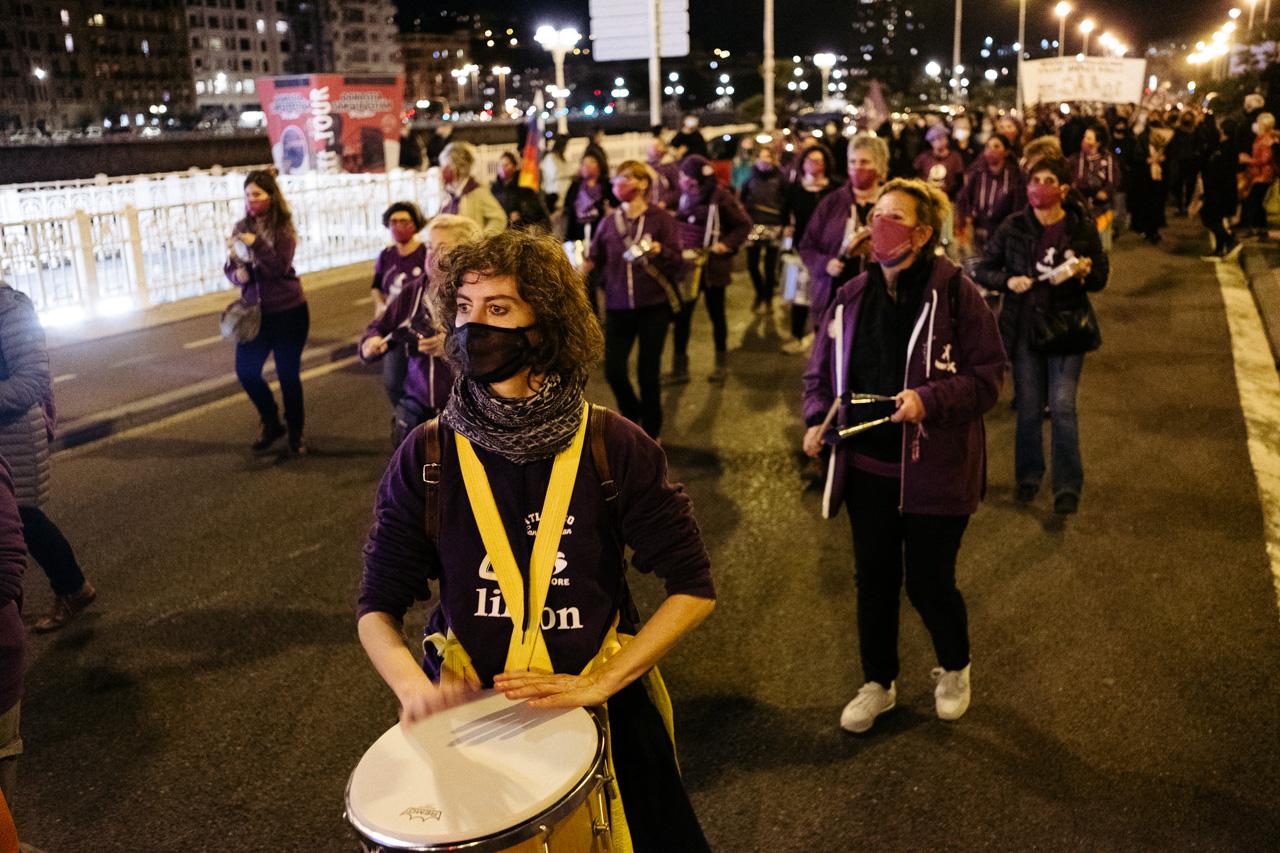 DSCF0950 - 25N: Nutrida manifestación en Donostia contra la violencia machista