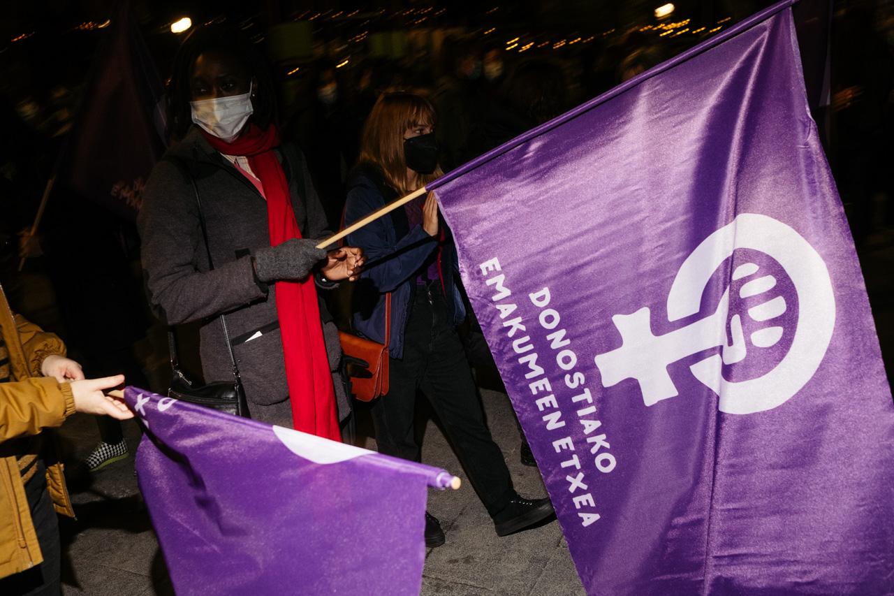 DSCF1053 - 25N: Nutrida manifestación en Donostia contra la violencia machista