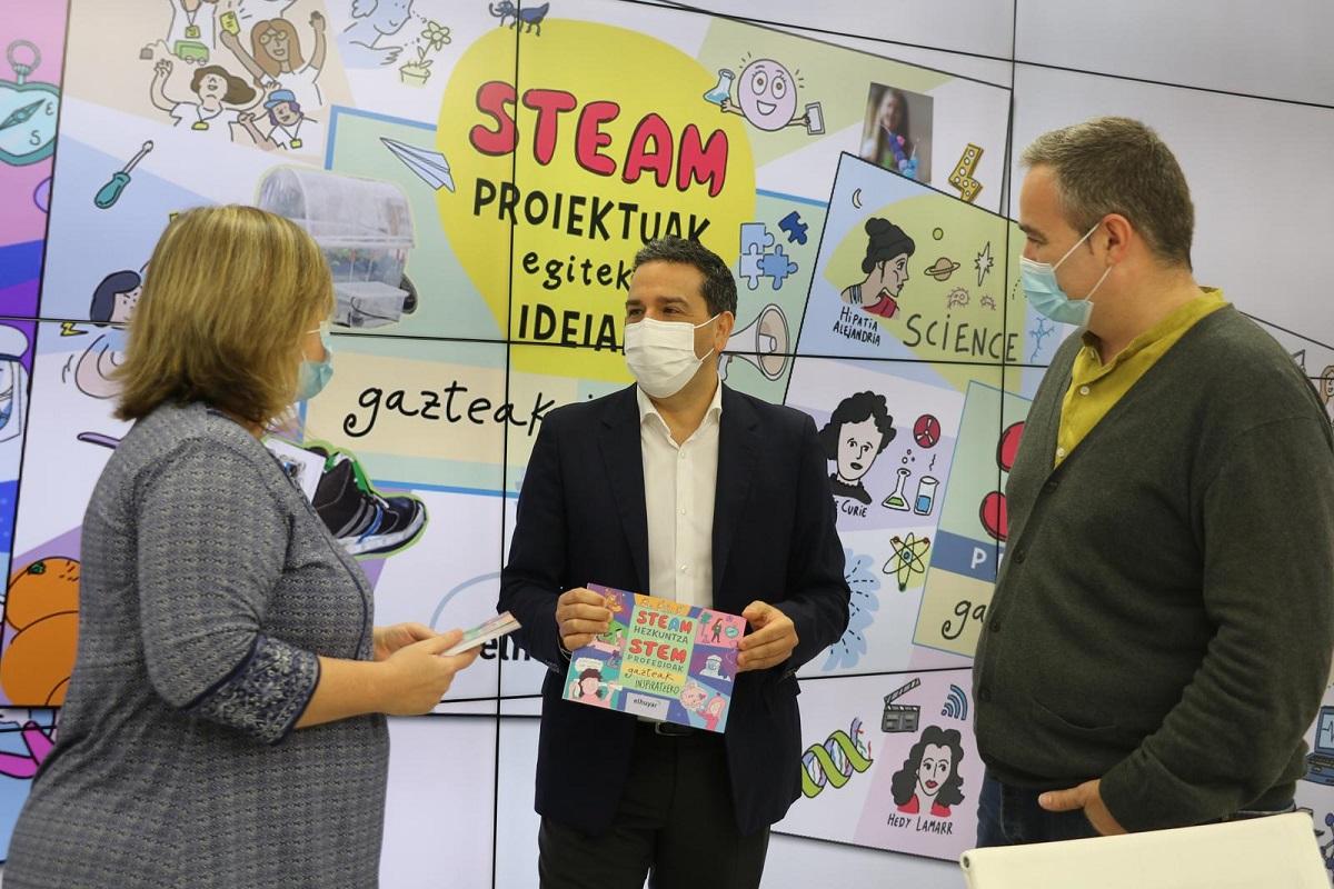 Presentación de las guías sobre estudios relacionados con la tecnología y la ciencia. Foto: Diputación