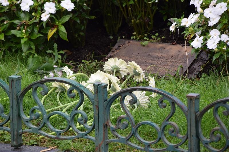 Ofrenda floral esta mañana junto al Ayuntamiento. Foto: Ayto