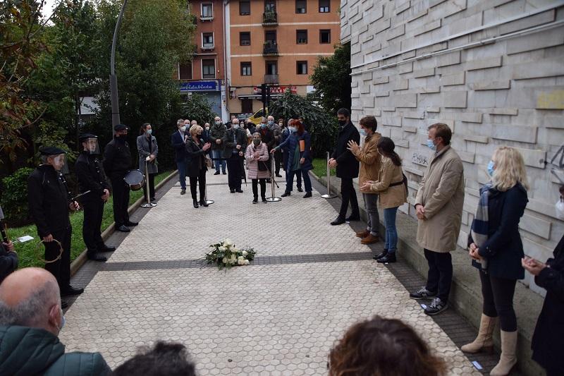 placa octava2 - Placa en Bidebieta en memoria del asesinado Miguel Francisco Martín González