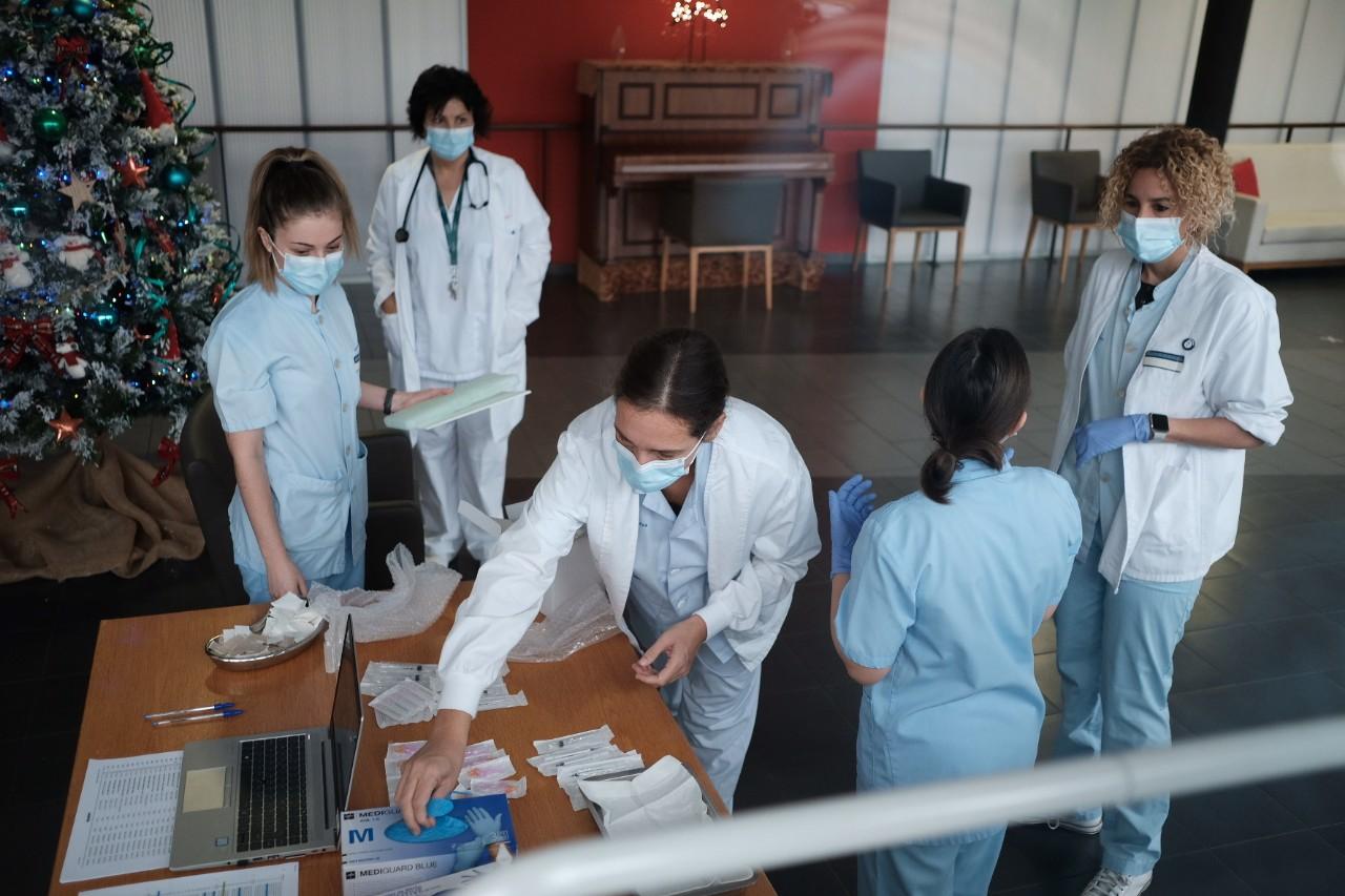 Inicio de la vacunación el día 27 de diciembre en Hondarribia. Foto: Santiago Farizano