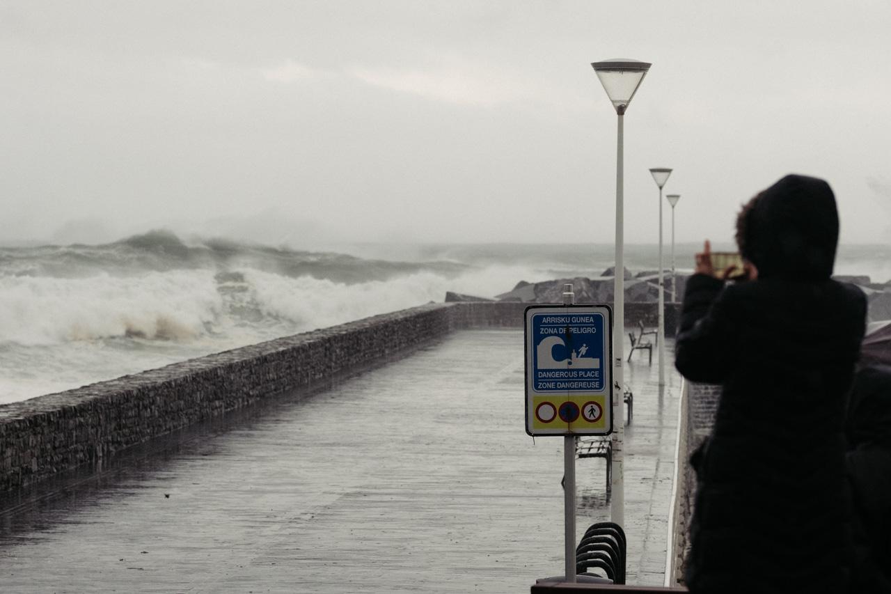 DSCF6306 - Donostia se divierte con las olas de Bella