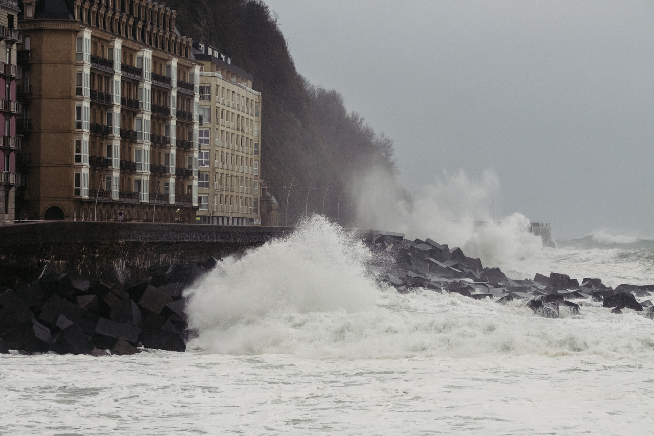 DSCF6320 - Donostia se divierte con las olas de Bella