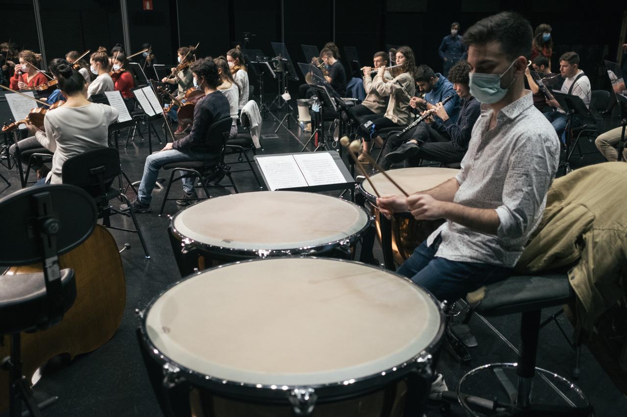 Ensayo de la EGO, que tocará el sábado en el Kursaal con repertorio de Beethoven. Foto: Santiago Farizano