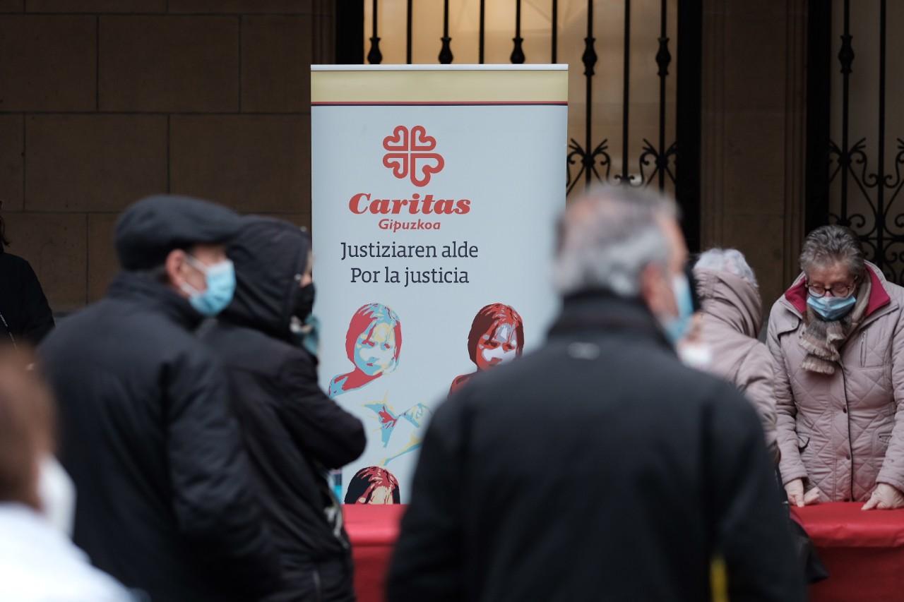 Reparto del rosco de Caritas el 5 de enero. Foto: Santiago Farizano
