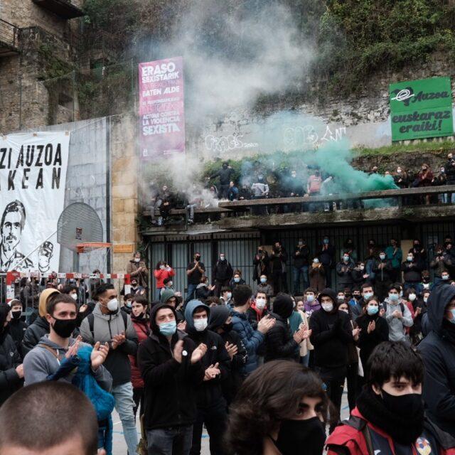 2021 0123 13212000 copy 1280x853 Cerca de 2.000 personas en la manifestación contra las actuaciones policiales en la Parte Vieja