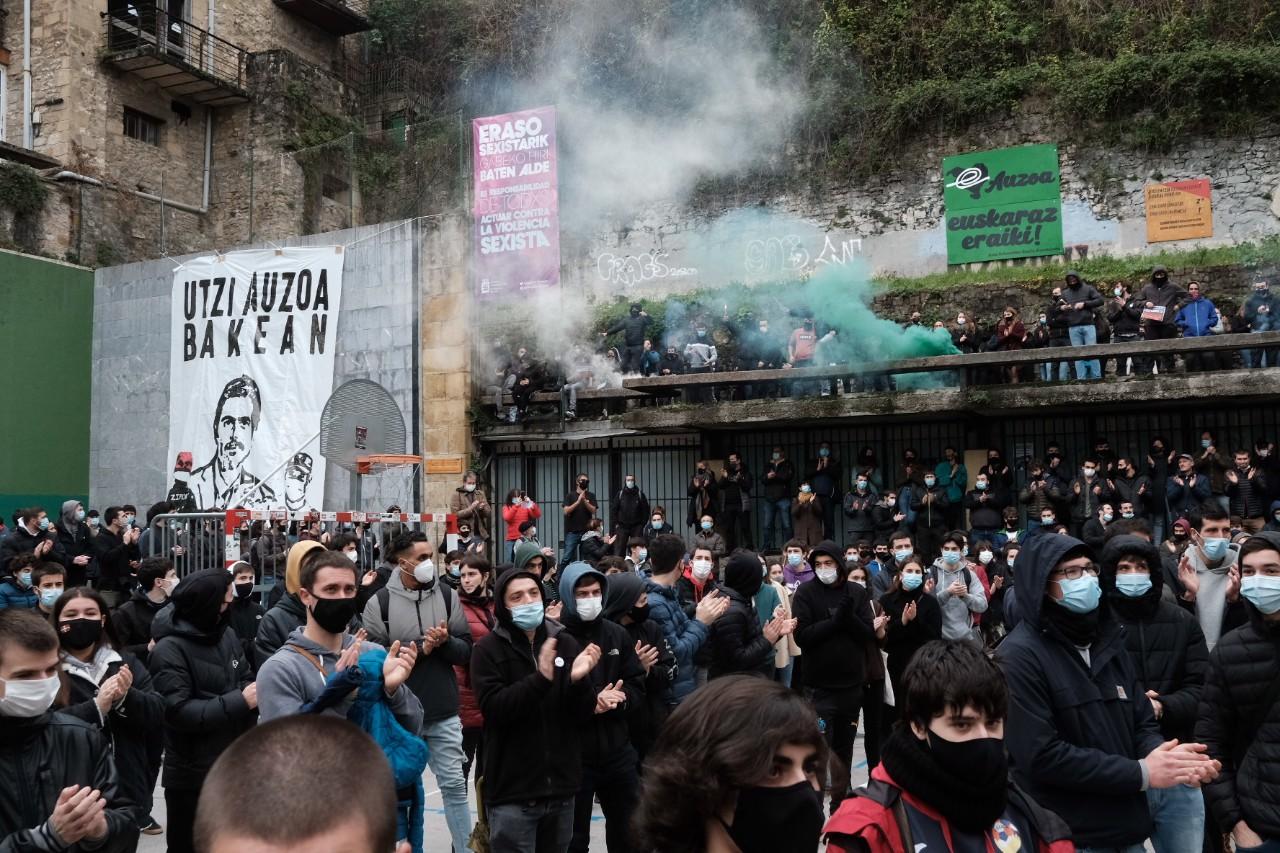 Cerca de 2.000 personas en la manifestación contra las actuaciones policiales en la Parte Vieja