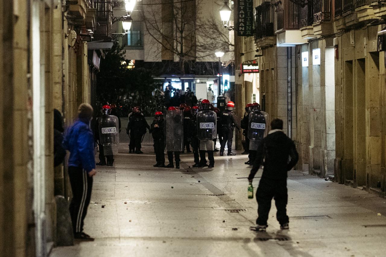 Altercados la noche del 20 de enero en Donostia. Fotos: Santiago Farizano