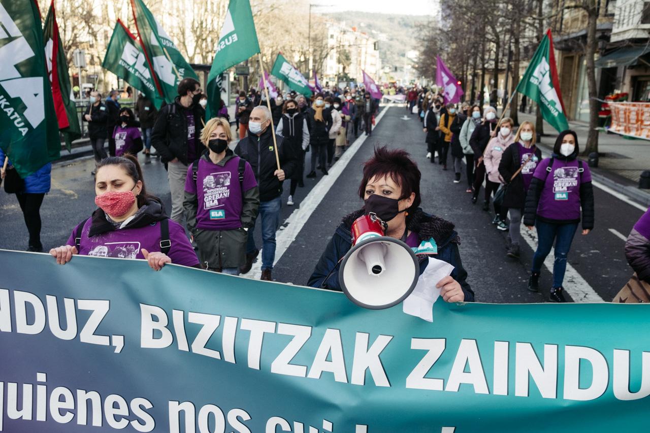 Manifestación en Donostia del sector de los cuidados. Fotos: Santiago Farizano