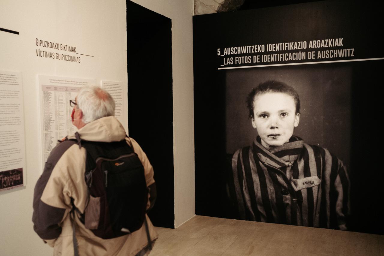 Imagen de la exposición 'Seeing Auschwitz' en el Koldo Mitxelena. Fotos: Santiago Farizano