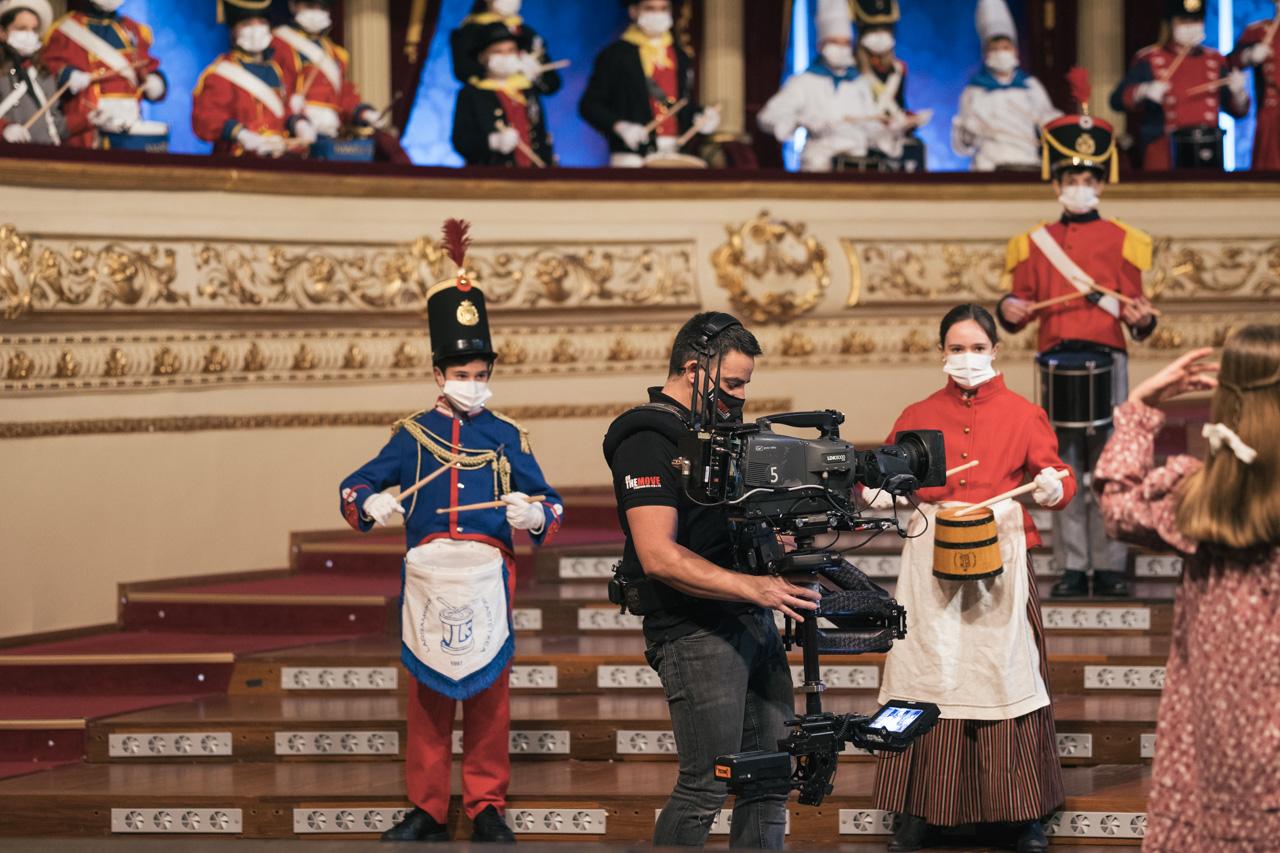 Grabación en el Teatro Victoria Eugenia del vídeo de la tamborrada. Fotos: Santiago Farizano