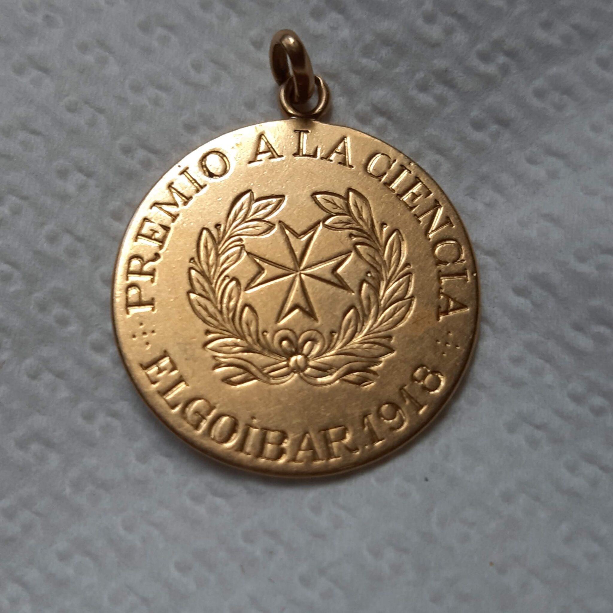 Medalla cara 1 scaled - El médico que se ganó el corazón de Elgoibar durante la gripe española