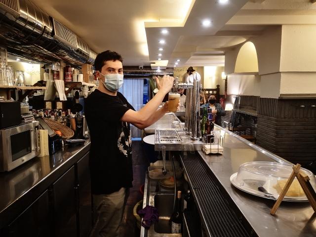 Cervezas antes del cierre del último día. Fotos: Jon Pagola