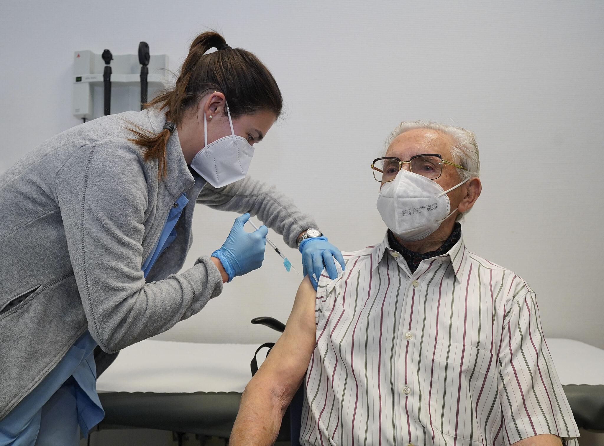 Inicio de la vacunación de personas mayores esta mañana: Foto. Gobierno vasco