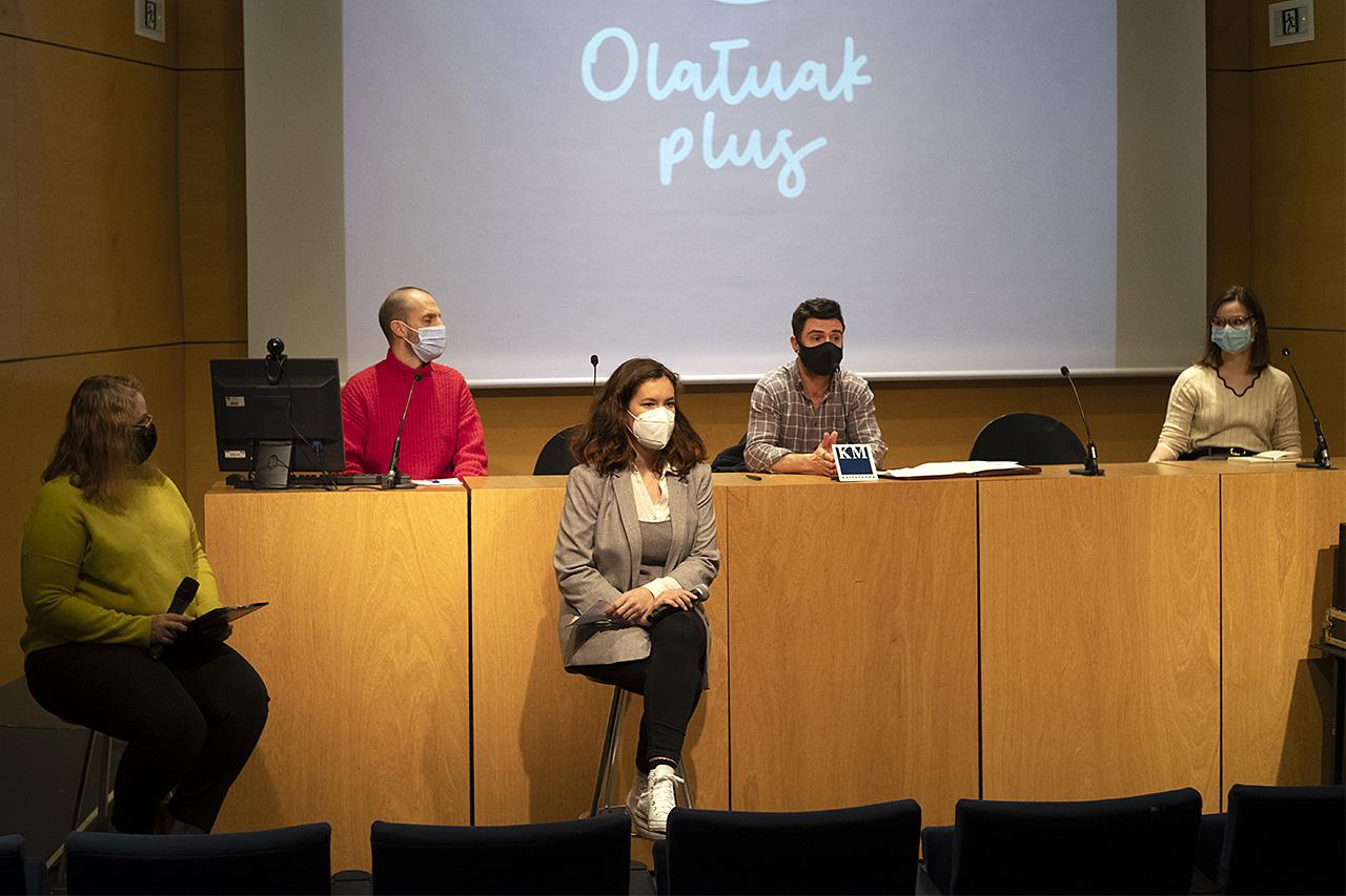 Harkaitz Millán presenta Olatuak plus. Foto: Santiago Farizano