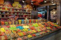 candy store 5119767 1280 Controles de venta de alcohol a menores en locutorios y tiendas de chucherías de Donostia