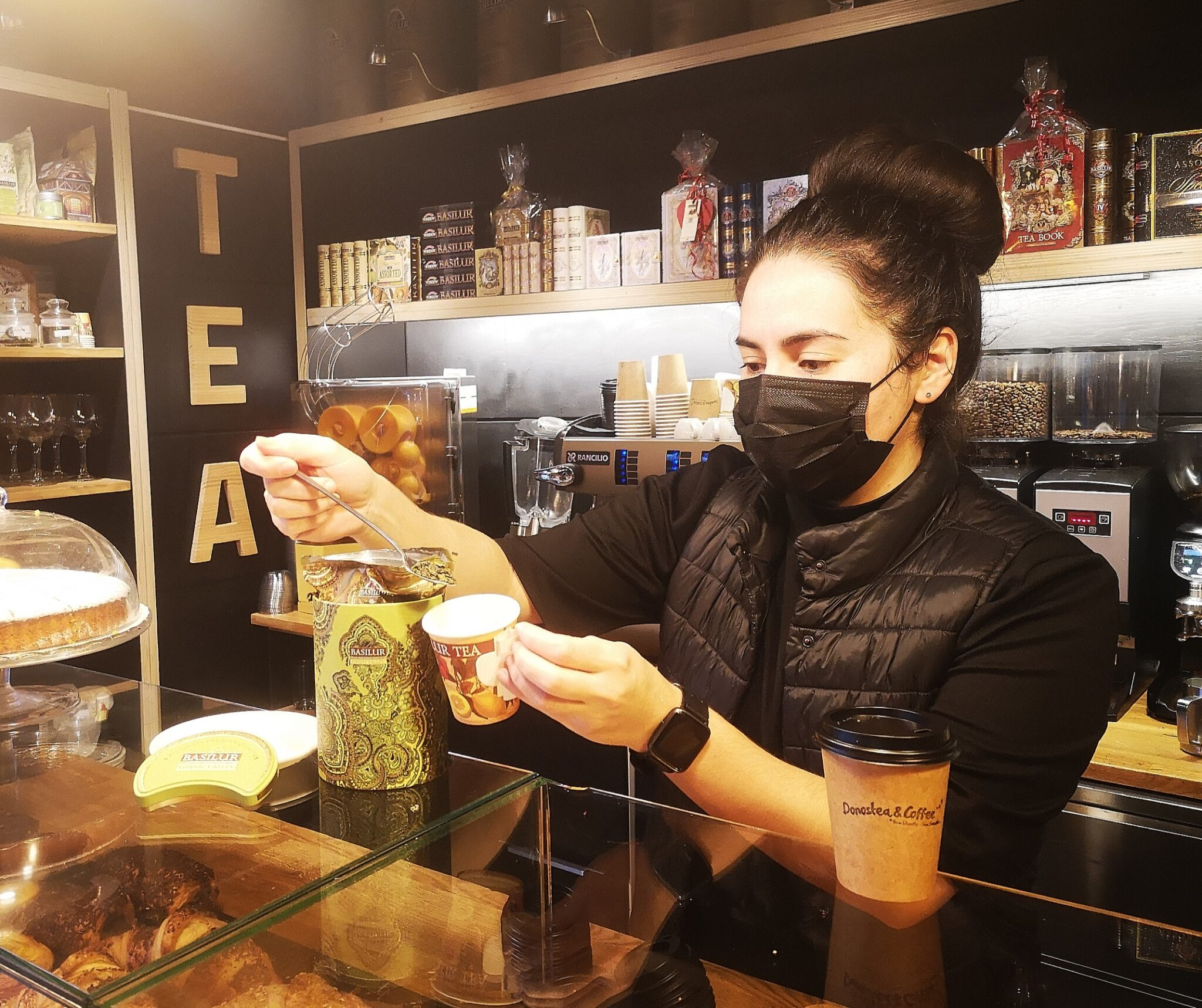 donostea scaled - Donostia, ahora, se recorre café en mano