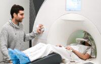 escaner ¿Qué ocurre en nuestro cerebro cuando pasamos de hablar a teclear?