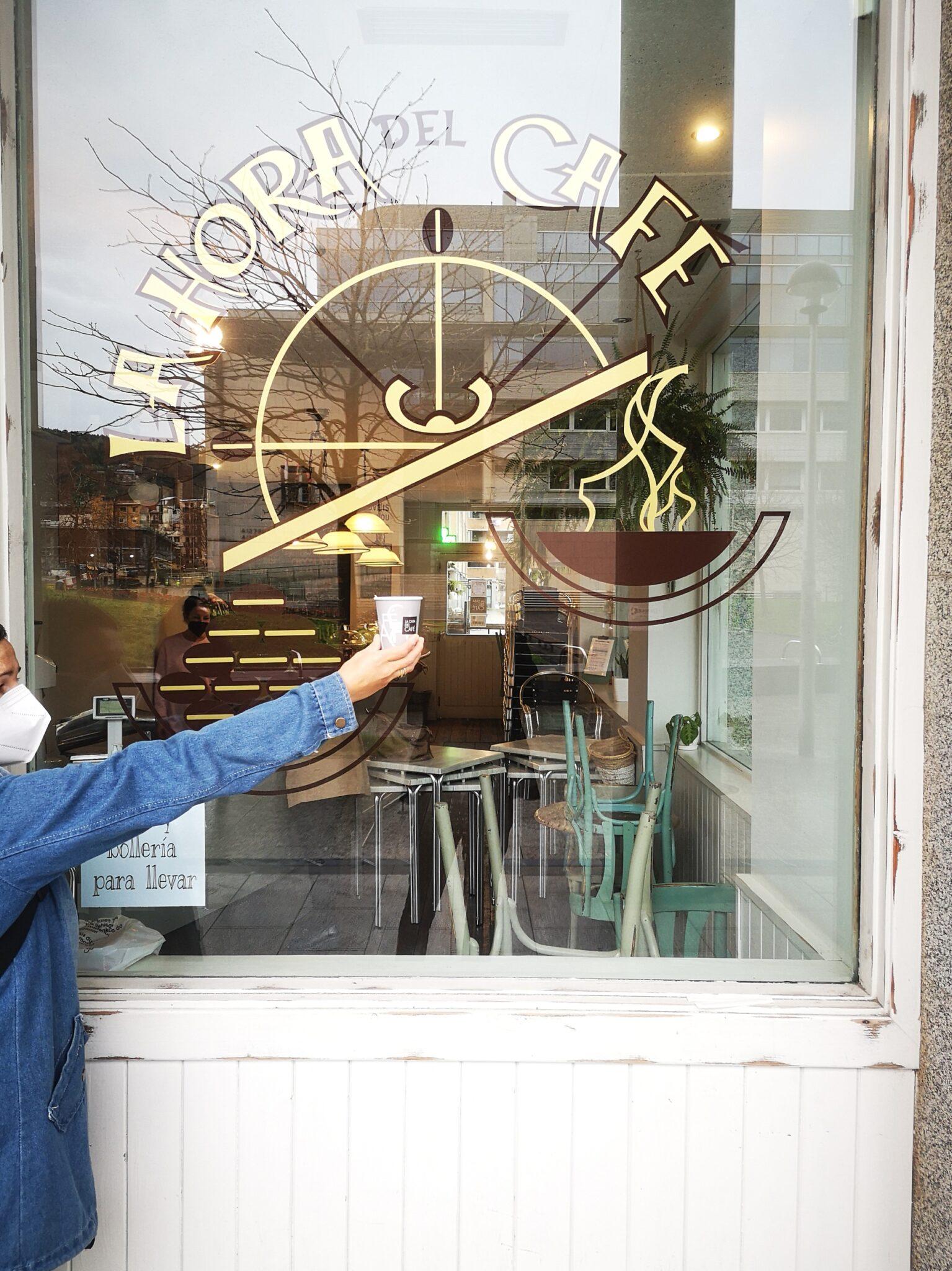 la hora del cafe scaled - Donostia, ahora, se recorre café en mano