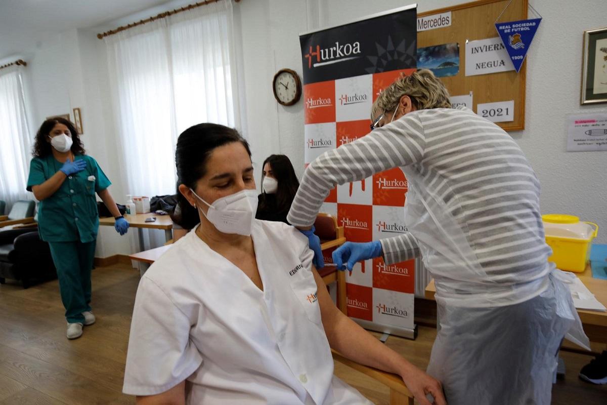 Vacunación en el centro de día Nuestra Señora de las Mercedes. Foto: Diputación