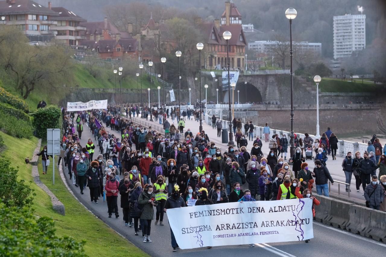8M en Donostia. Esta tarde salida salida de la manifestación. Fotos: Santiago Farizano