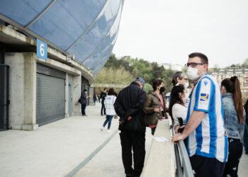 Los primeros en vacunarse en el Reale Arena. Fotos: Santiago Farizano