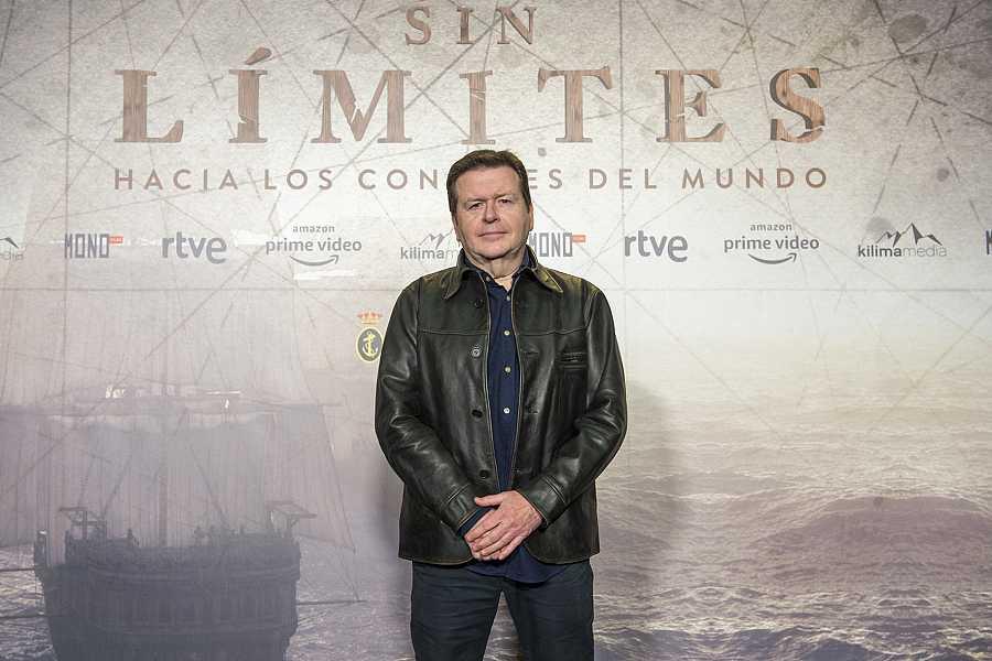 Simon West, director de 'Sin límites', en la presentación del rodaje de RTVE y Amazon Prime Vídeo. Imagen de la web de RTVE