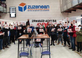 SOS Ostalaritza en la sede del Gobierno vasco esta mañana. Foto: Gobierno vasco