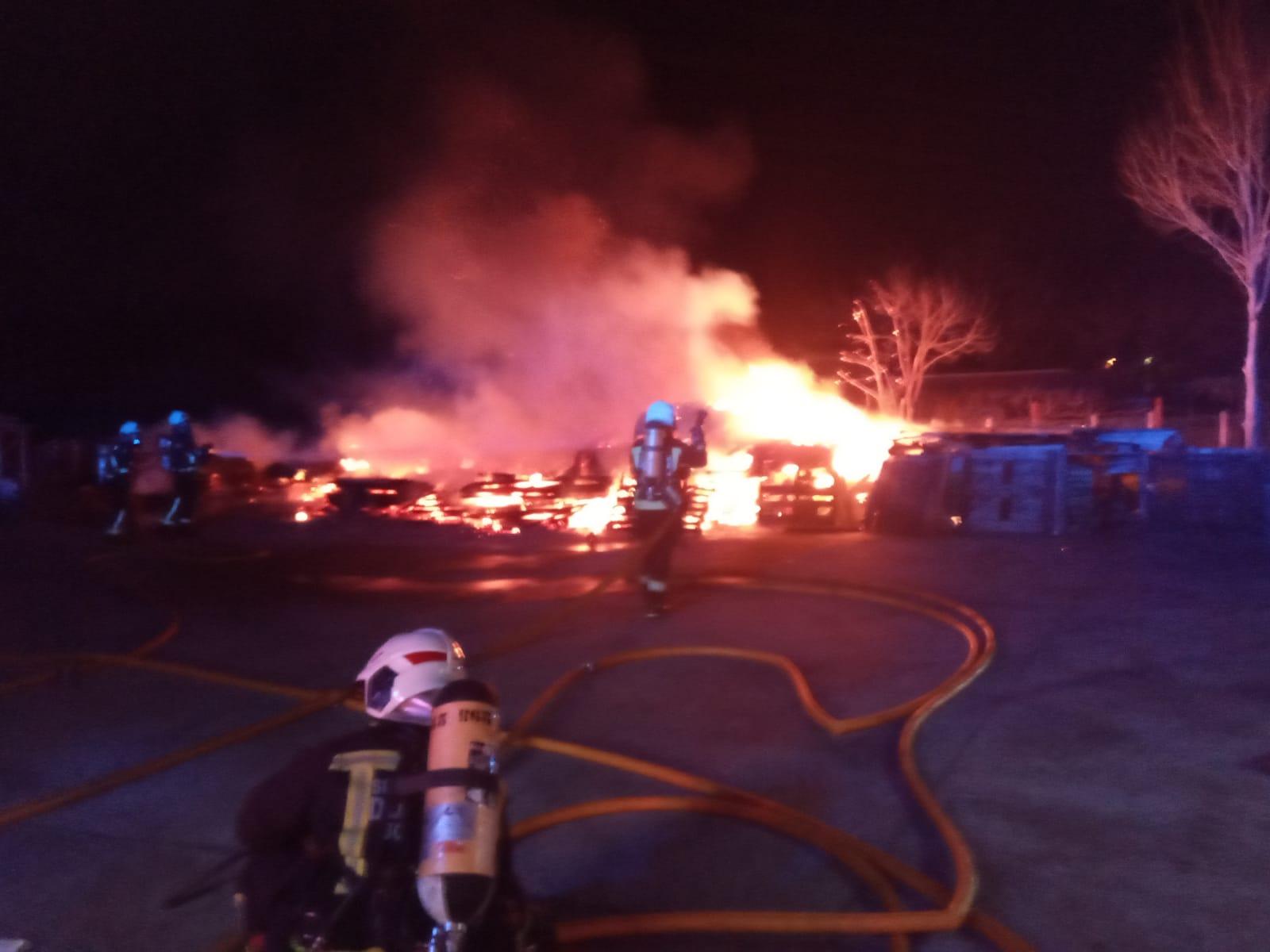 Incendio esta noche en Zubieta (Usurbil). Foto; Bomberos de Euskadi