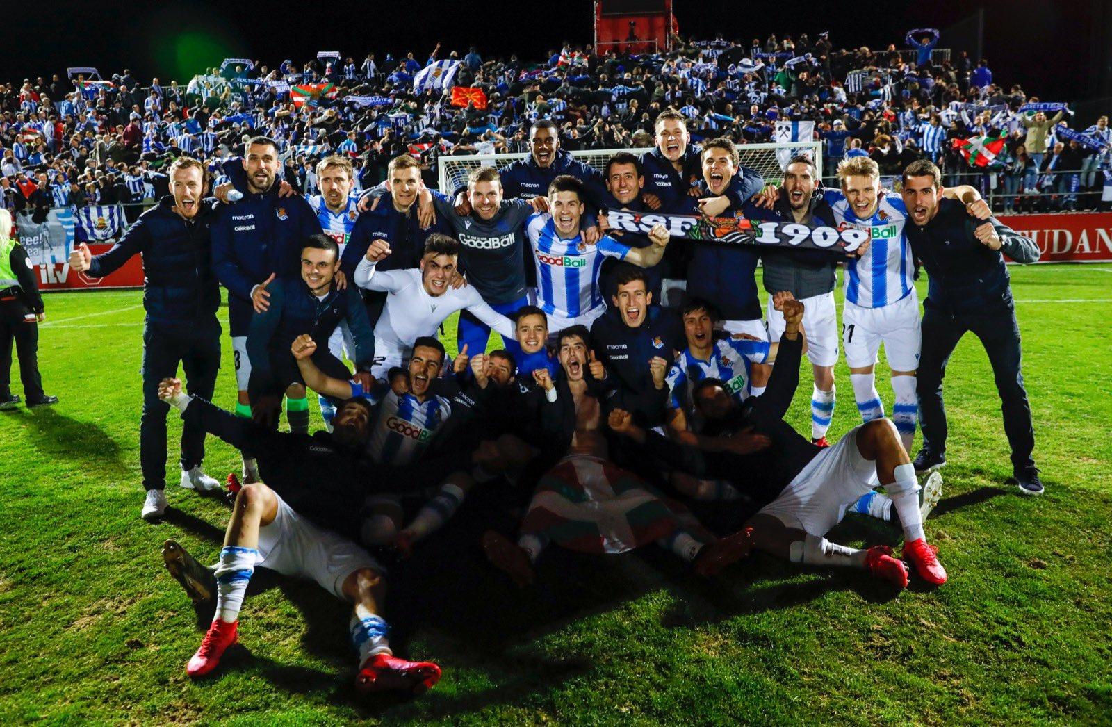 La plantilla de la Real celebrando la clasificación a la final hace ya un año. Foto: Real sociedad