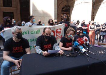 SOS Ostalaritza, hoy, frente a la Diputación. Fotos: A.E.