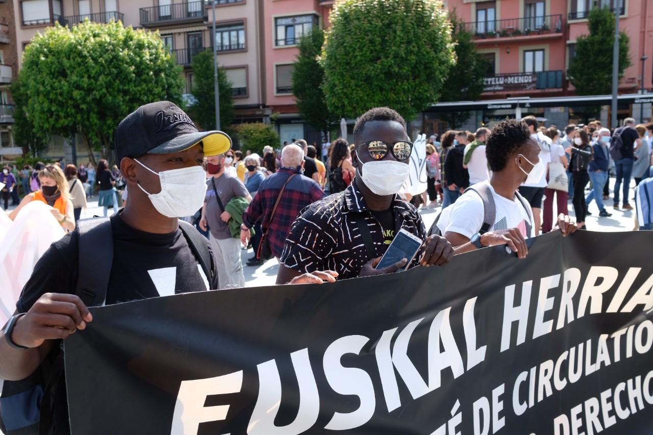 2021 0529 16054700 copy 1280x853 - Irun-Hendaya: Multitudinaria manifestación por los derechos de los migrantes