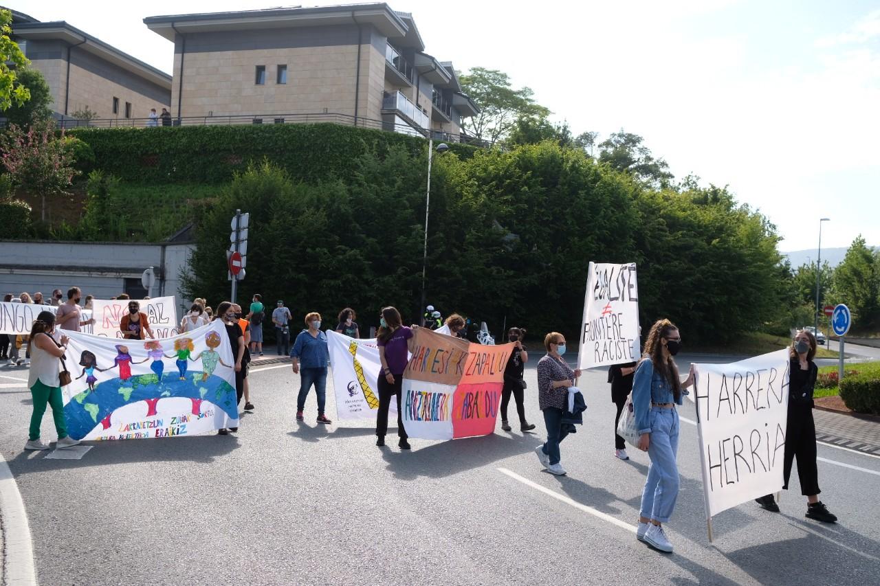2021 0529 16504700 copy 1280x853 - Irun-Hendaya: Multitudinaria manifestación por los derechos de los migrantes