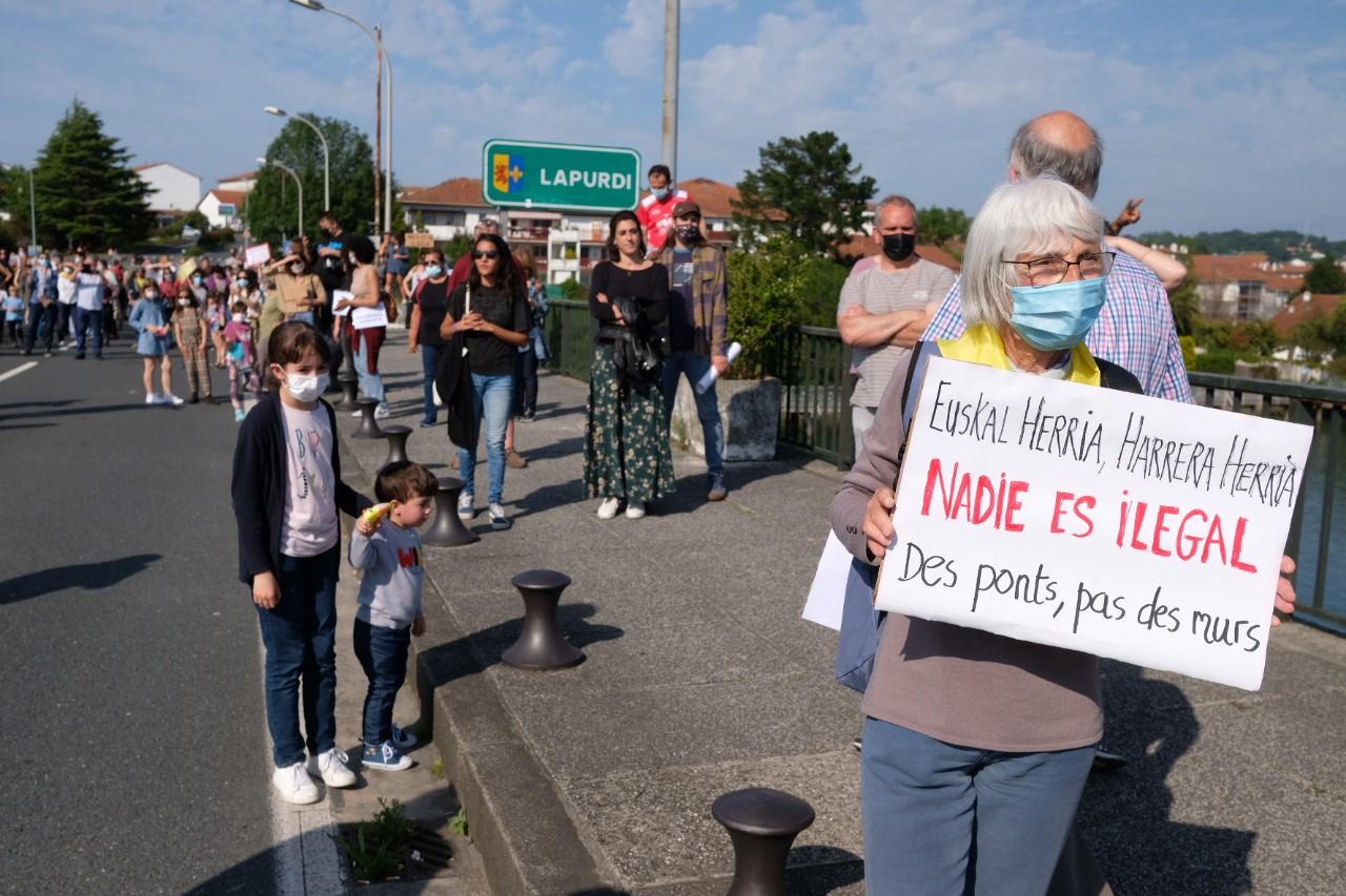2021 0529 17142100 copy 1280x853 - Irun-Hendaya: Multitudinaria manifestación por los derechos de los migrantes