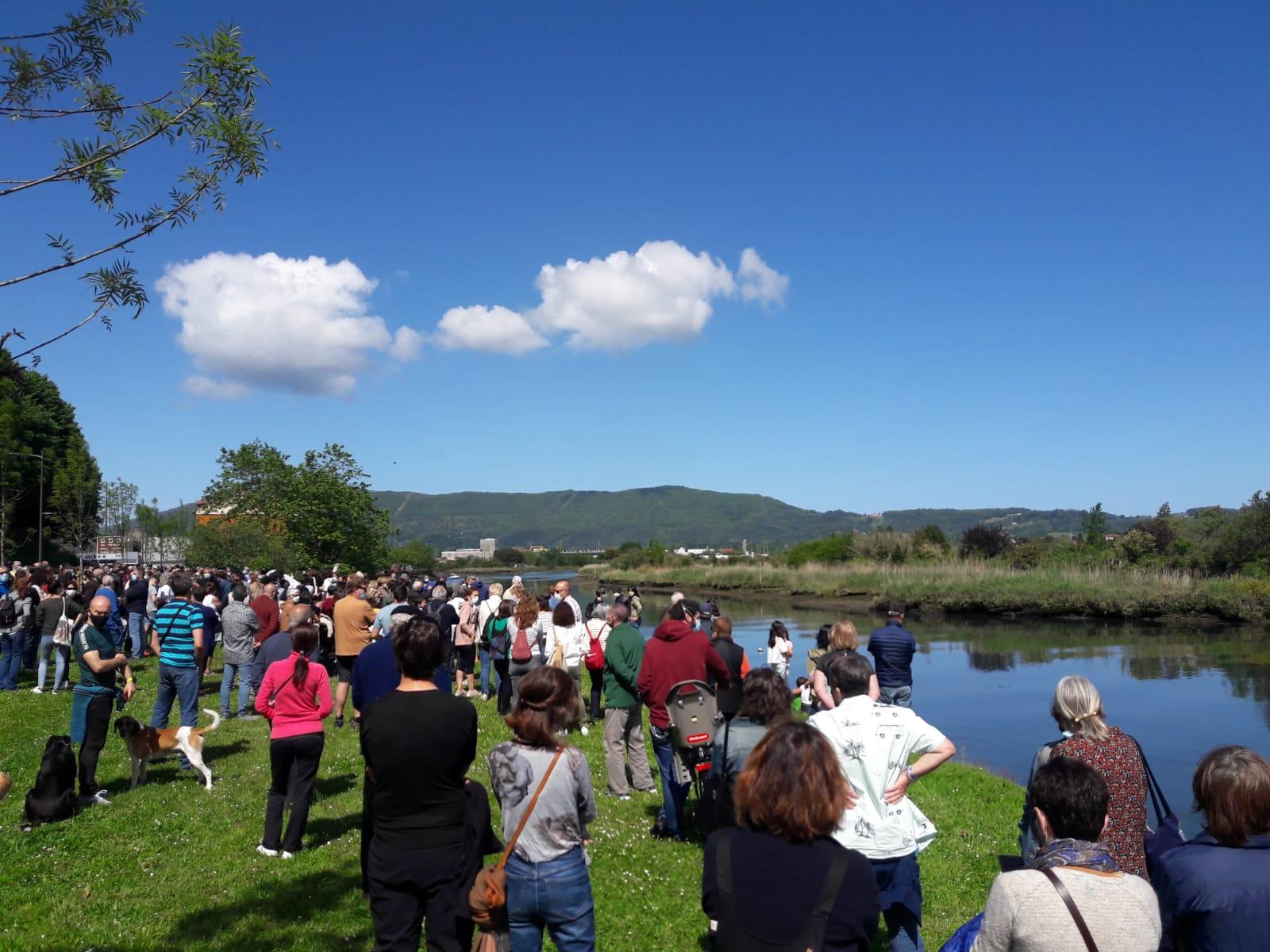 Bidasoa ahogado - Alcaldes de Irun y Hendaya exigen a Europa una política migratoria conjunta