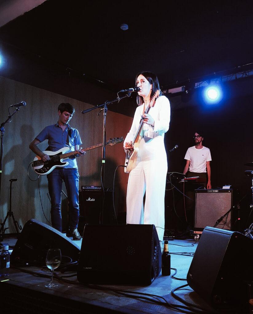 Kokoshca dabadaba indie donostia pamplona 823x1024 - Kokoshca triunfa en un concierto sorpresa en Dabadaba