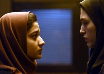 Las actrices Sadaf Asgari y Fereshteh Hossein en una de las escenas de 'Yalda, la noche del perdón'.