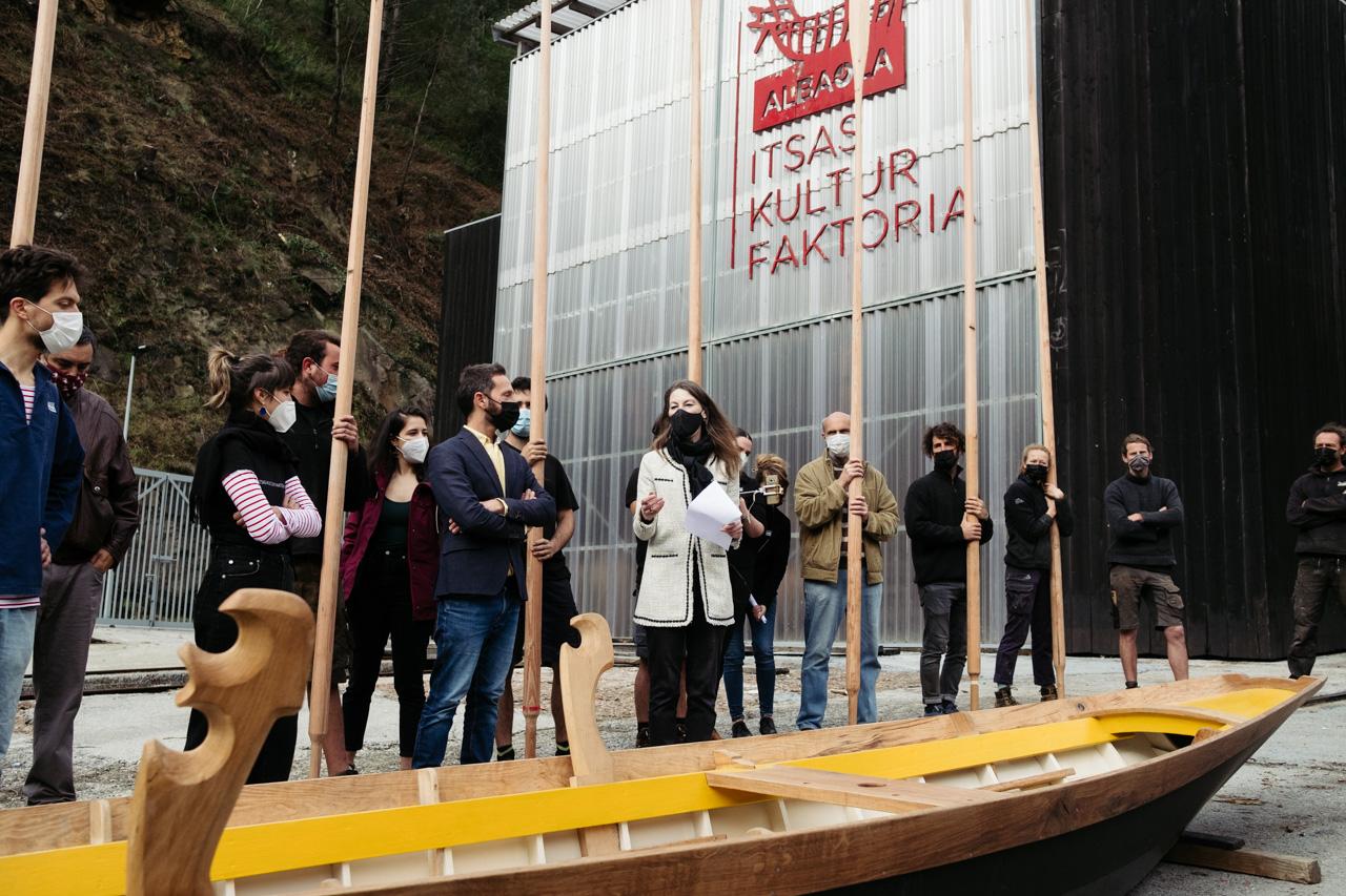 donostitik albaola sandolo botadura 09 - 'Laguna', el barco veneciano de Albaola, ya surca el mar