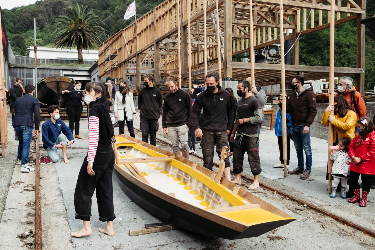donostitik albaola sandolo botadura 13 - 'Laguna', el barco veneciano de Albaola, ya surca el mar